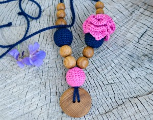 KANGAROOCARE Collier d'Allaitement et de Portage - Flower Mama Navy and Bright Pink